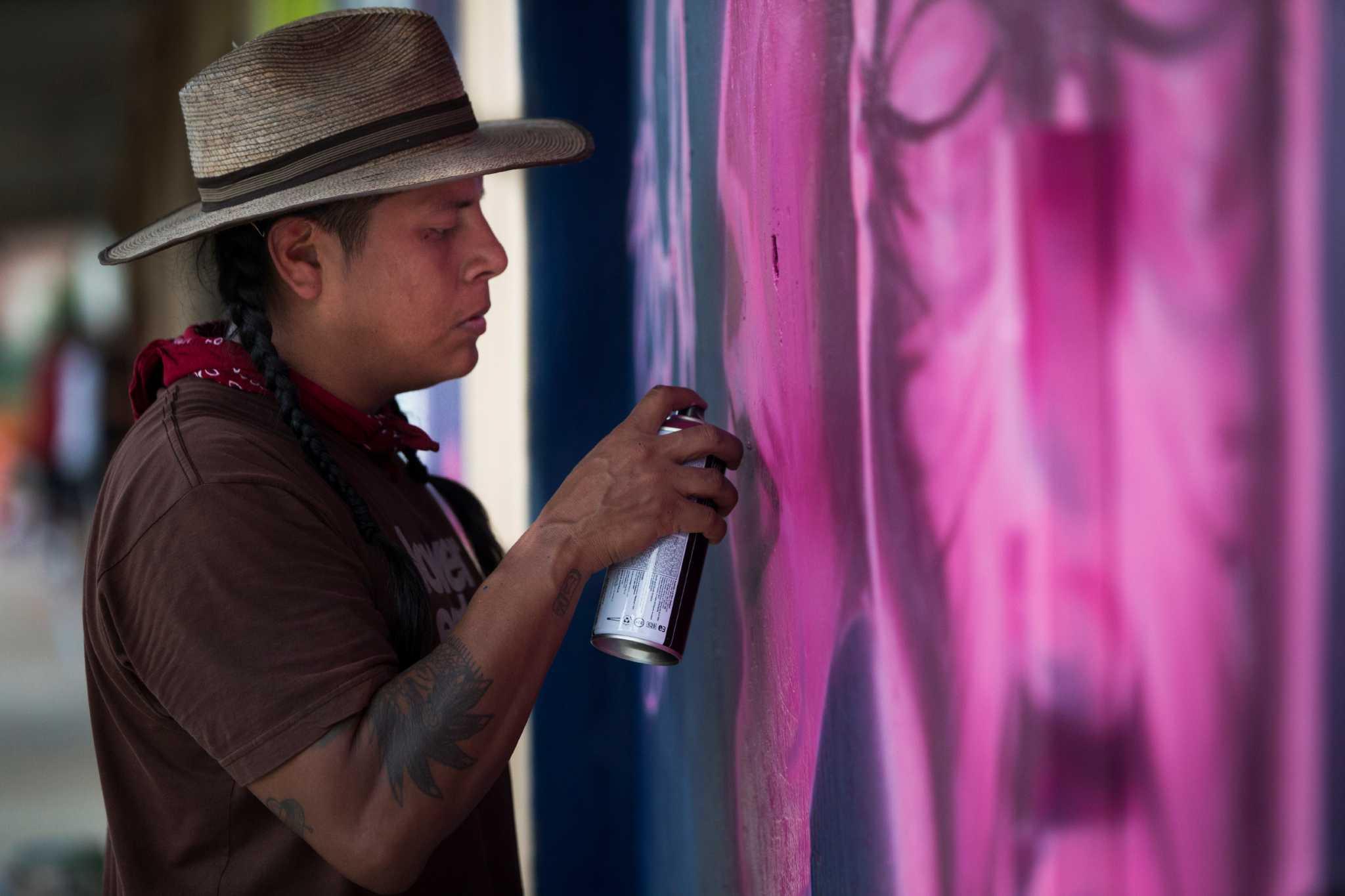 Artists decorate Houston with graffiti style - HoustonChronicle com
