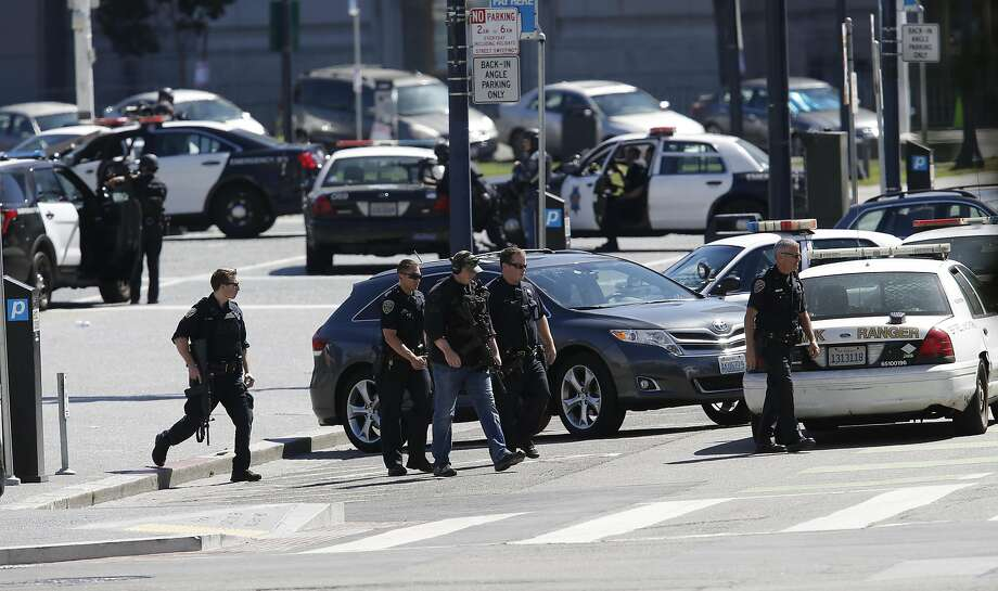 San Francisco Police officers responding to a man with a gun in Civic Center Plaza in San Francisco, California on Sat. Sept. 24, 2016. Photo: Michael Macor, The Chronicle