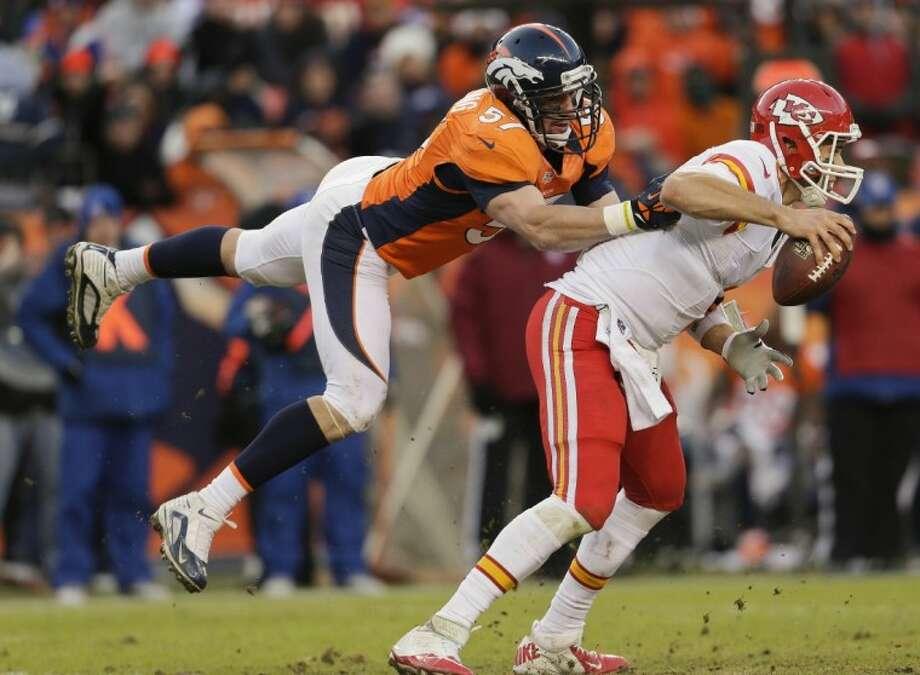 Broncos linebacker Keith Brooking sacks Chiefs quarterback Brady Quinn. The Broncos rolled to a 38-3 victory. Photo: Joe Mahoney