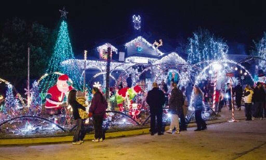 Couple to pull plug on light display this weekend after 8 dazzling ...