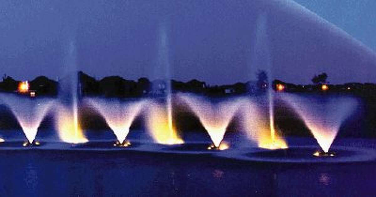Amenity ponds will include artistic fountains.