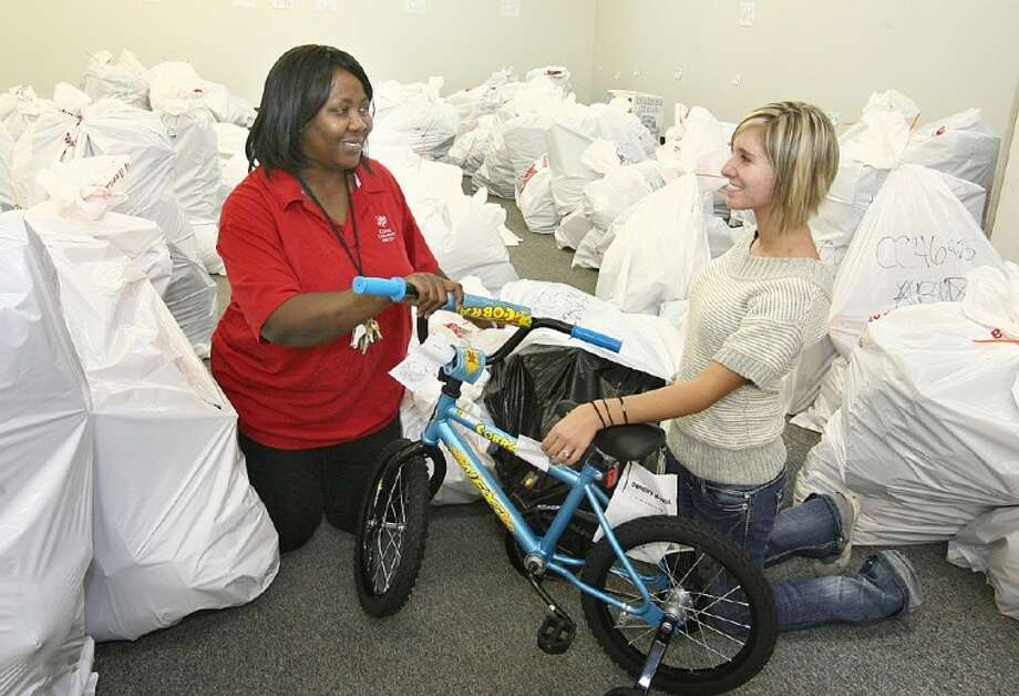 Salvation Army brightens Christmas for area families - The Courier