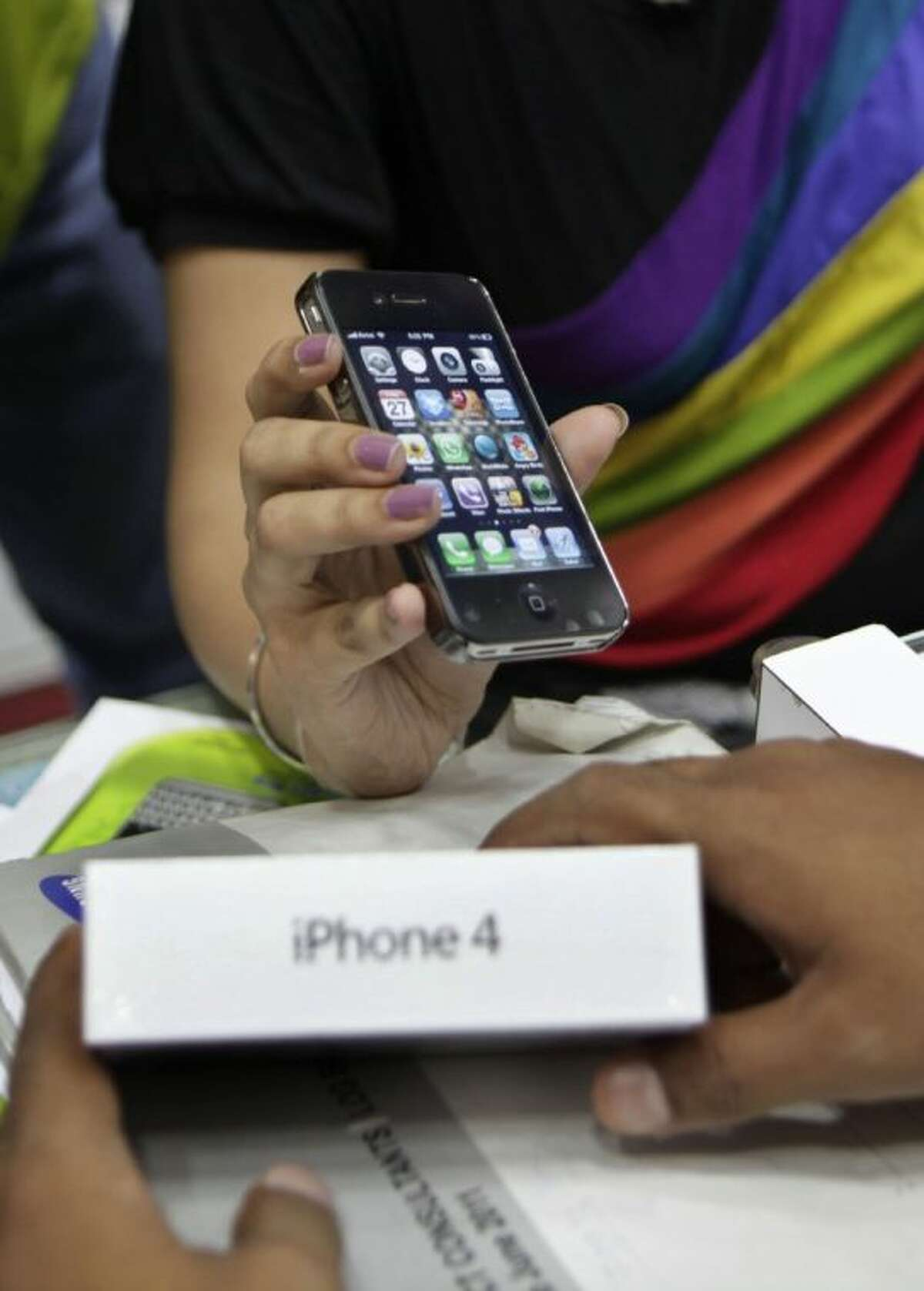 U.S. President Obama's trade representative on Saturday, Aug. 3, 2013, vetoed a ban on imports of the iPhone 4 and some variations of the iPad 2, reversing a ruling in favor of rival South Korean electronics company Samsung.