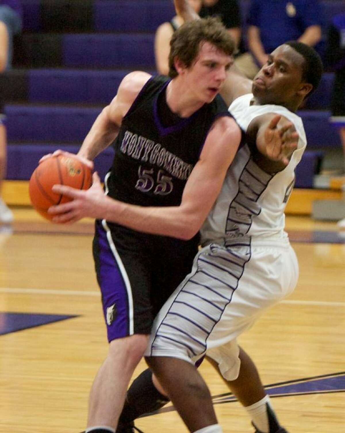 Montgomery's Currie Byrd battles against Willis' Cle Toliver during Friday night's game at Willis High School.