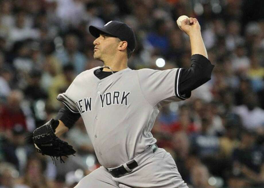 Andy Pettitte, of the New York Yankees, pitches against the Astros. Pettite won 2-1, pitching a complete game. Photo: Staff Photo By Jason Fochtman