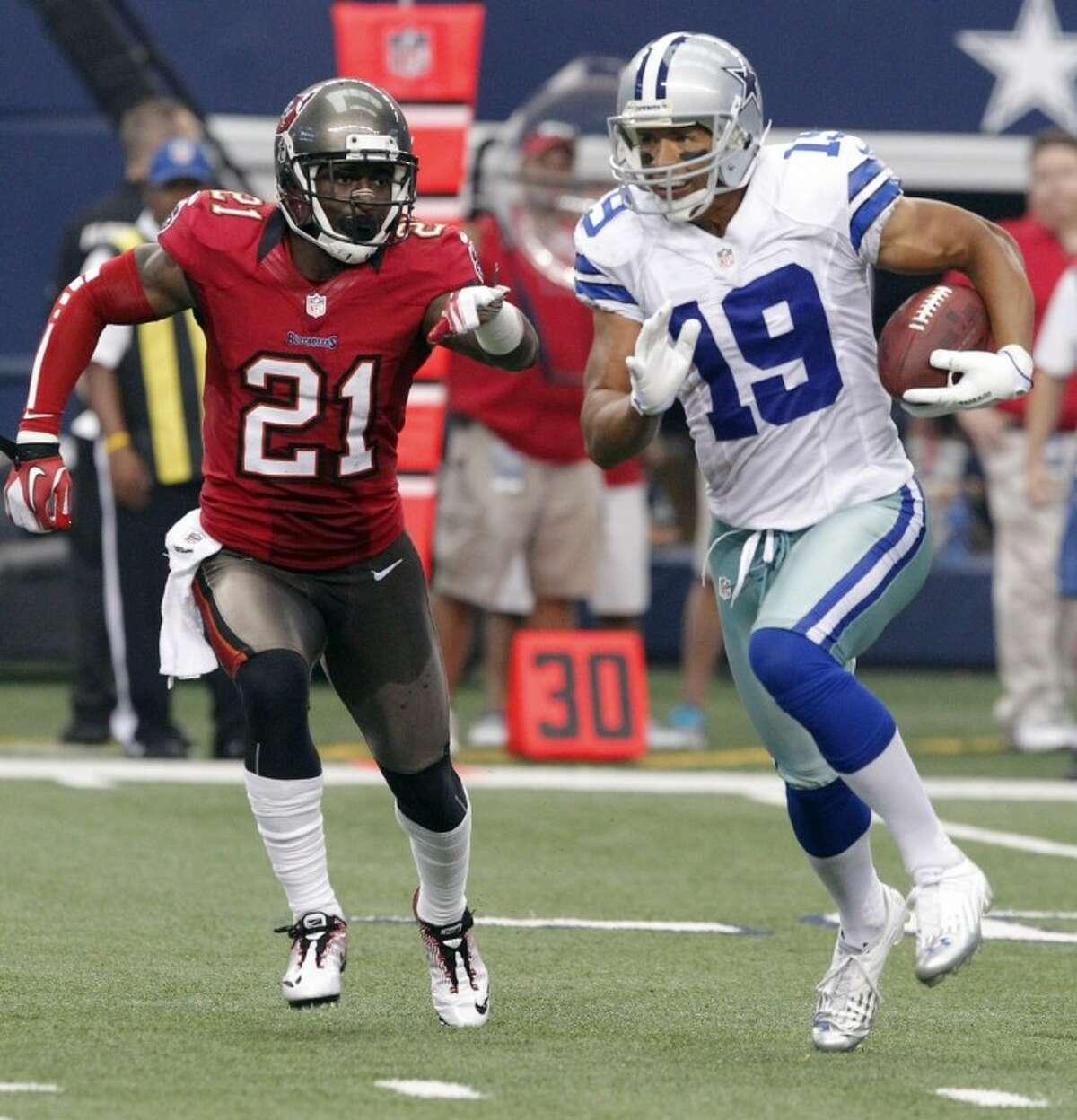 Dallas Cowboys wide receiver Miles Austin runs past Bucs cornerback Eric Wright in the second half. The Cowboys won 16-10.
