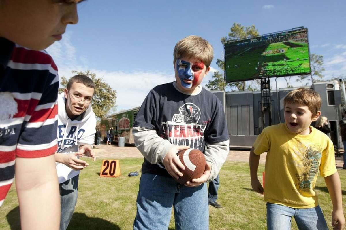 Woodlands Church hosted a Texans tailgate parry Sunday. Pictured are children playing a game of football. See more photos online at www.yourconroenews.com/photos.