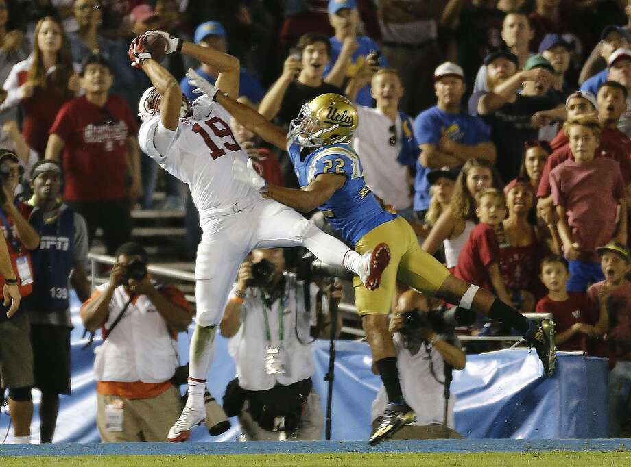 Stanford wide receiver JJ Arcega-Whiteside (19) catches the go-ahead touchdown against UCLA defensive back Nate Meadors (22) late in the fourth quarter at the Rose Bowl in Pasadena, Calif., on Saturday, Sept. 24, 2016. Stanford won, 22-13. (Gina Ferazzi/Los Angeles Times/TNS) Photo: Gina Ferazzi, TNS