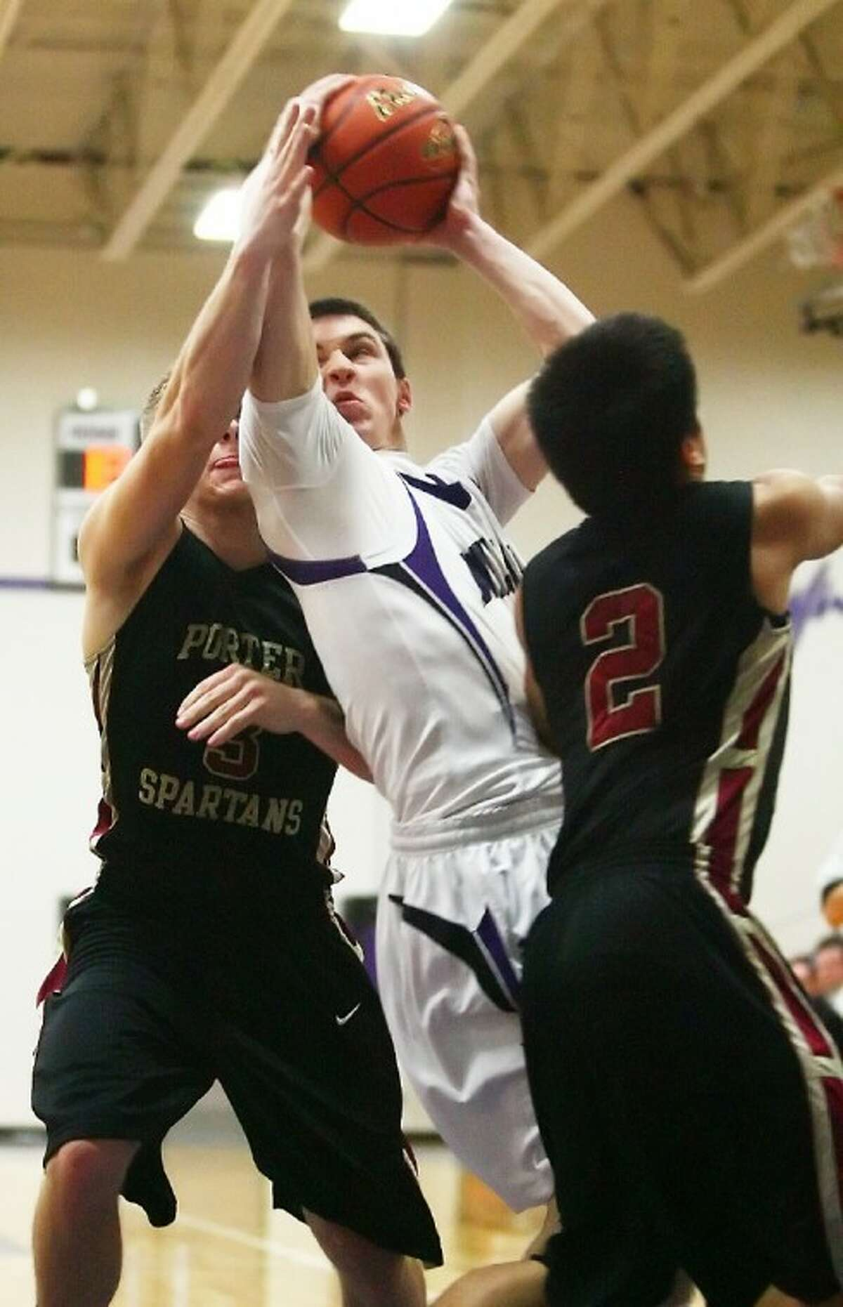 Willis' Payne Andrus shoots a basket during the game against Porter Friday at Willis High School. See more photos online at www.yourconroenews.com/photos.