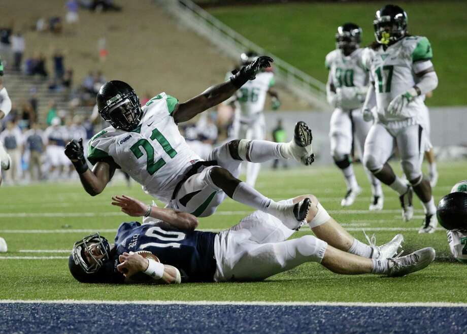 Rice quarterback Tyler Stehling (10) led the Owls back into contention with a 41-yard gain to the Mean Grean 2-yard line in the closing minutes of regulation. Photo: Tim Warner, Freelance / Houston Chronicle