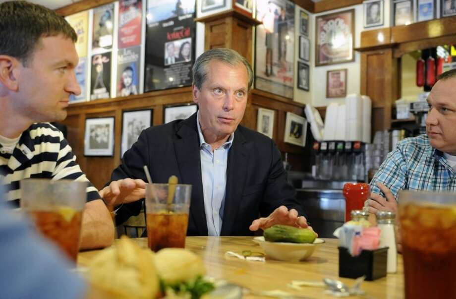 US Senate Republican primary candidate and Texas Lt. Gov. David Dewhurst visits with restaurant on election day Tuesday in Houston. Photo: Pat Sullivan