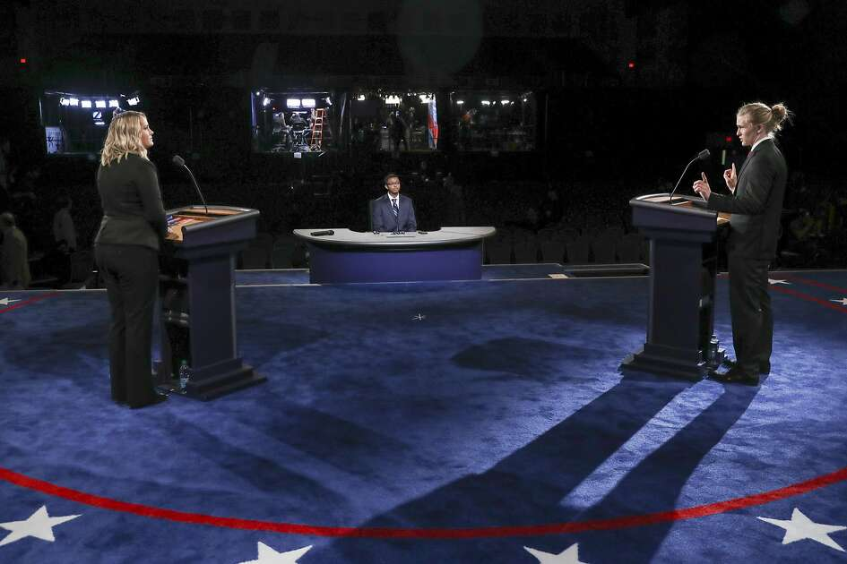 Students stand-in for Democratic presidential candidate Hillary Clinton and Republican presidential candidate Donald Trump during a rehearsal for the presidential debate at Hofstra University in Hempstead, N.Y., Sunday, Sept. 25, 2016. (Joe Readel/Pool via AP)