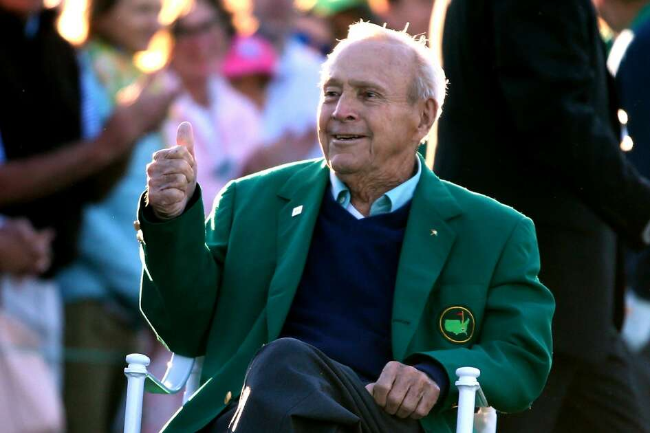 Honorary starter Arnold Palmer attends the ceremonial tee off to start the first round of the 2016 Masters Tournament at Augusta National Golf Club on April 7, 2016 in Augusta, Georgia.  (Photo by Andrew Redington/Getty Images)