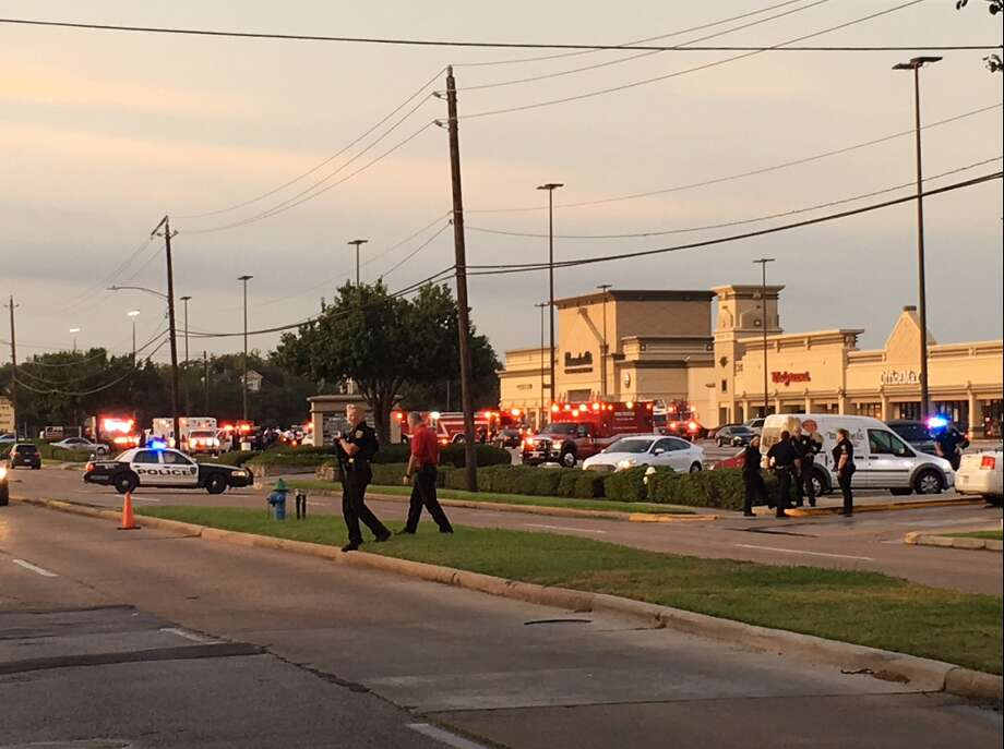 Several injured by shooter at SW Houston strip mall; shooter now in custody