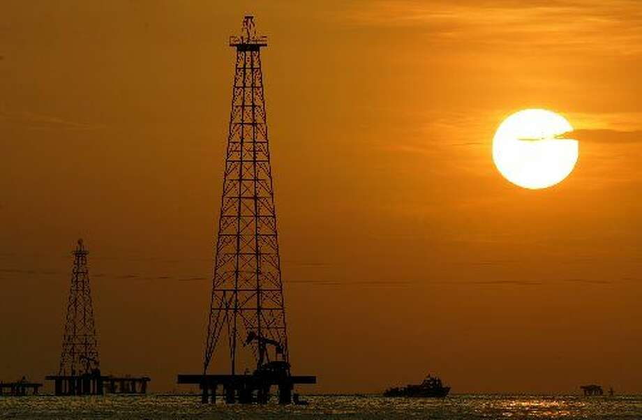 """In this Nov. 30, 2006 file photo,oildrills are seen in Maracaibo Lake in Venezuela'soilrich Zulia state. Two years ago, New Hampshire refused to accept heatingoilaid from Venezuelan President Hugo Chavez, the pro-Castro U.S. critic who once called President Bush """"the devil."""" But with fuel prices rising, well, freeoilis freeoil. With the state's blessing, New Hampshire residents will be receiving some of theoilthis winter, 2008. (AP Photo/Leslie Mazoch, file)"""