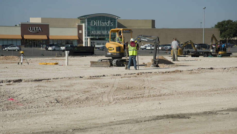 Construction continues Friday 07-01-16 outside Midland Park Mall for a new restaurant, Bubba's 33. Tim Fischer\Reporter-Telegram Photo: Tim Fischer