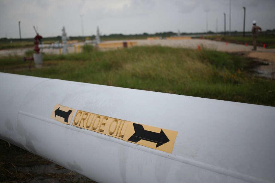 Crude oil pipelines stand at the U.S. Department of Energy's Bryan Mound Strategic Petroleum Reserve in Freeport, Texas on Thursday, June 9, 2016. Photo: Luke Sharrett/Bloomberg