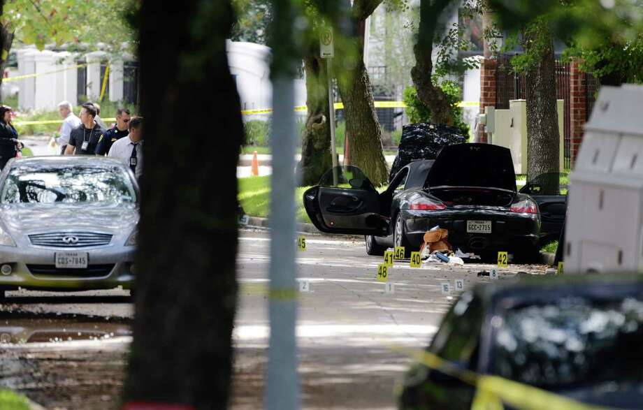 Police investigate the suspect's car in Monday morning's shooting along Law Street at Weslayan, Sept. 26, 2016. Photo: Mark Mulligan, Mark Mulligan / Houston Chronicle / 2016