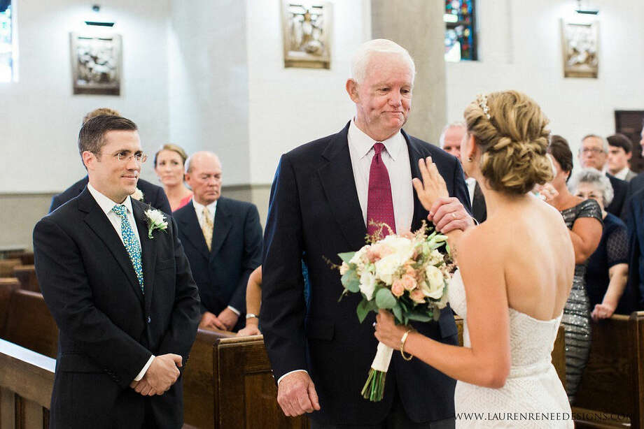 Stepien touches Thomas' chest where her father's heart is beating right beforeshe turns toward her groom. Photo: Lauren Renee Designs