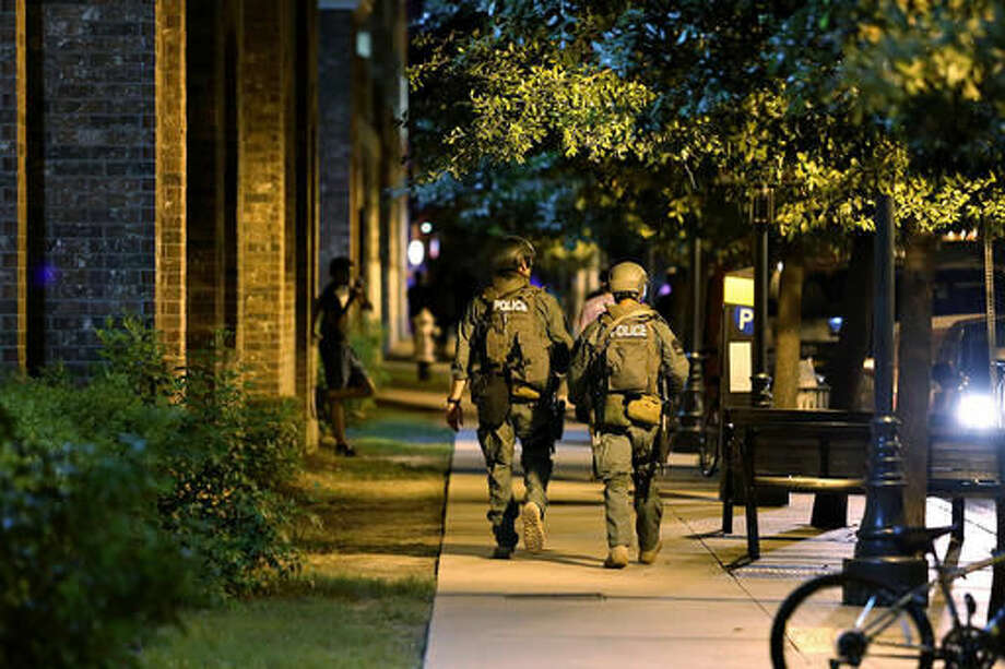 CORRECTS STREET FROM RIO GRANDE TO NUECES -Austin Police Department officers walk around the outside of 26 West apartment complex at the corner of 26th Street and Nueces. (Daulton Venglar /The Daily Texan via AP) Photo: Daulton Venglar