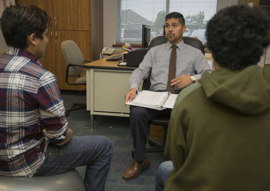 Martin Castaneda, with First 5 Permian Basin at UTPB, talks with expectant teen dads Friday 09-16-16 at Coleman High School. Tim Fischer/Reporter-Telegram Photo: Tim Fischer
