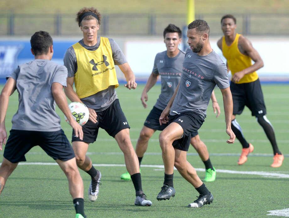 Sockers FC Bruno Henrique passes the ball during practice Wednesday, July 27, 2016, at Grande Communications Stadium. James Durbin/Reporter-Telegram Photo: James Durbin/Reporter-Telegram