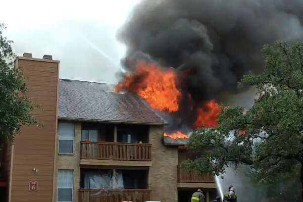 San Antonio crews respond to the scene of a fire at the Oak Springs apartments on the Northeast Side on Monday, September 26, 2016.