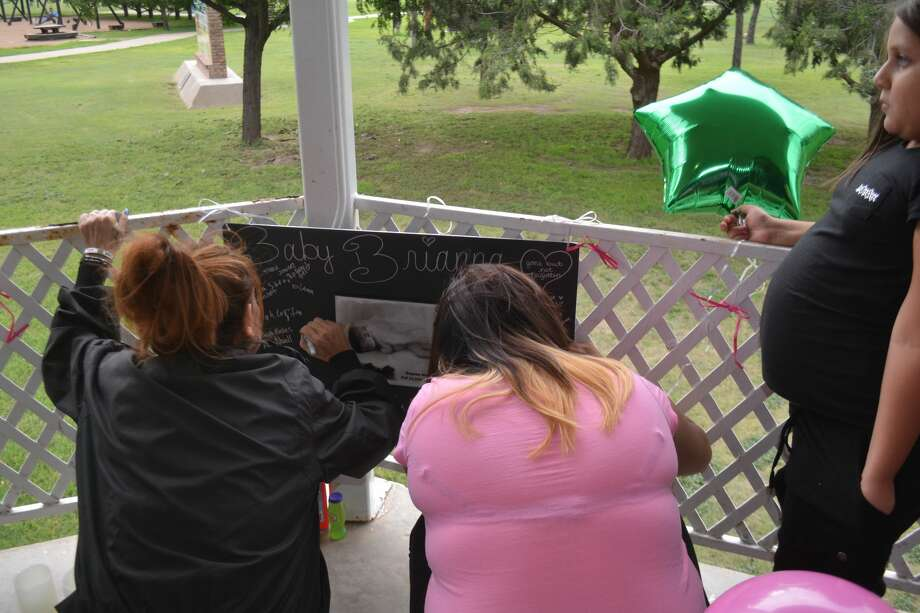 About 75 attended a vigil and balloon launch on Sunday afternoon, Sept. 25, in Plainview's Kidsville Park in memory of Baby Brianna Lopez, a Los Cruses, N.M., infant who died at age 5 1/2 months from injuries received from multiple episodes of child abuse. Her mother, Stephanie Lopez, was paroled to Plainview after serving 13 years of a 27-year sentence. Photo: Doug McDonough/Plainview Herald