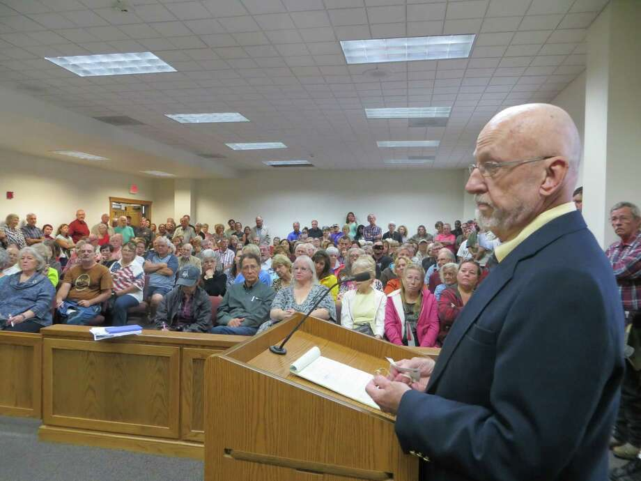 David Whitsett of Kerrville Freethought addresses a crowd of about 200 before Kerr County Commissioners on Monday. Most in the audience opposed his request to hang a banner outside the Kerr County Courthouse during the winter solstice, where a nativity scene is erected annually. Photo: Zeke MacCormack /Staff