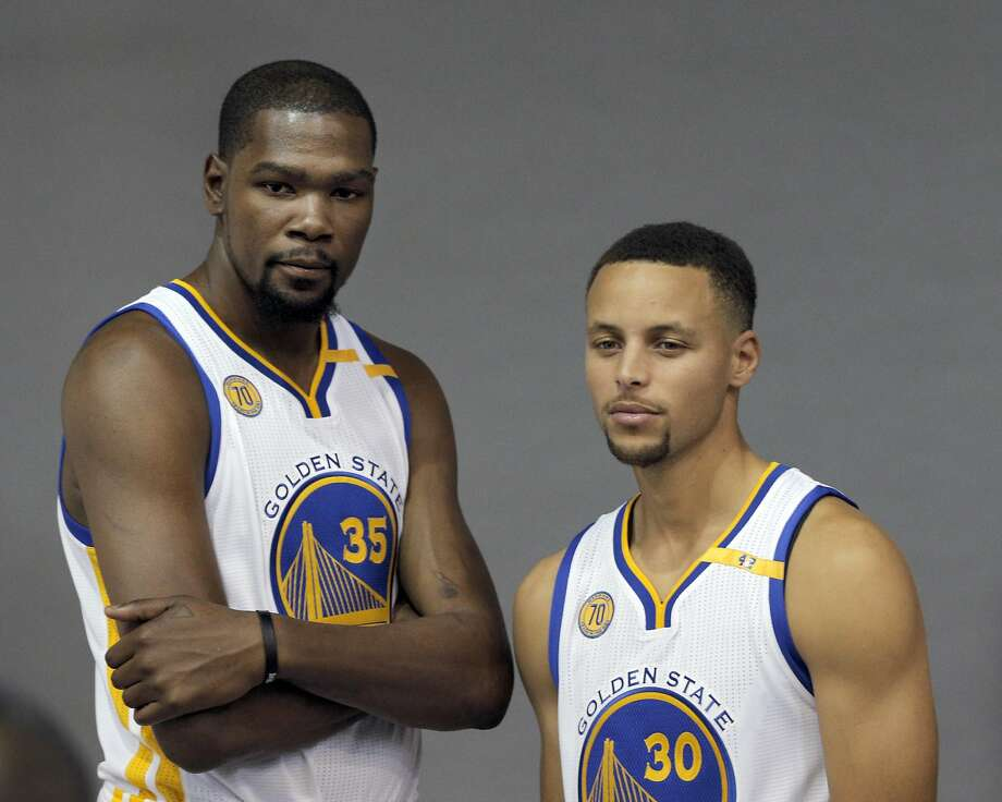 dc241c605fbf Kevin Durant (35) and Stephen Curry (30) pose for a photo during