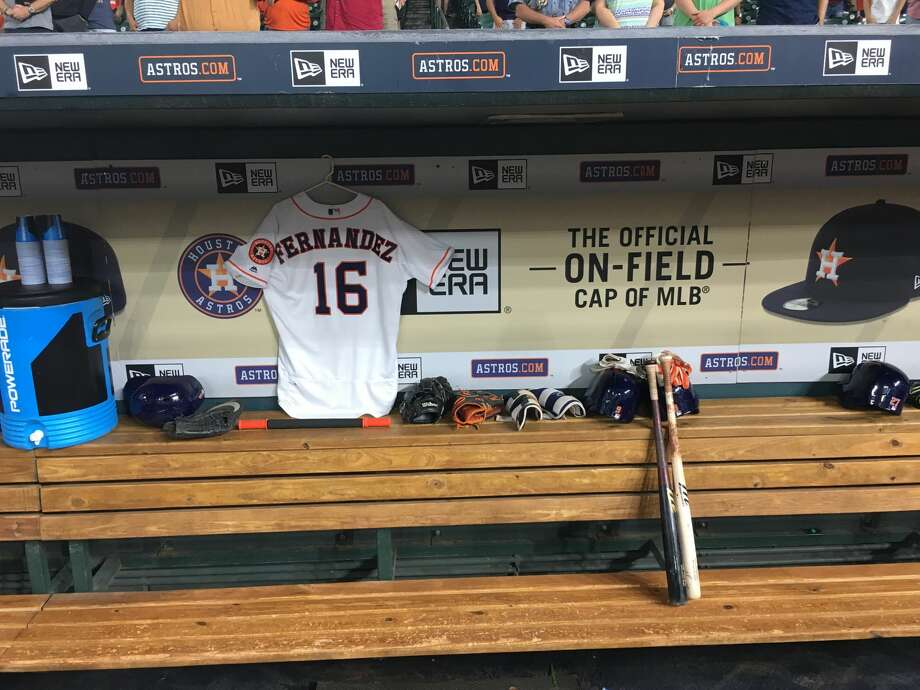 Astros' Yulieski Gurriel pays tribute to Jose Fernandez  Photo: Karen Warren