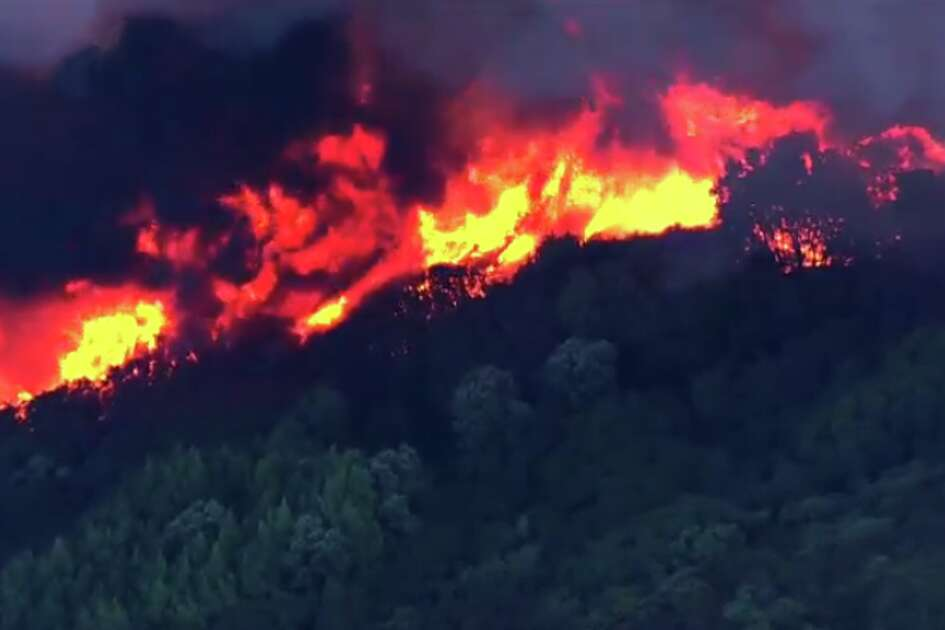 Aerial footage of the Loma Fire that was burning hundreds of acres and threatening homes in the Santa Cruz Mountains on Monday, Sept. 26, 2016.