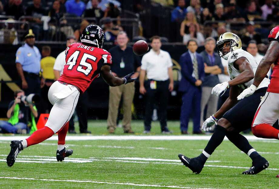Atlanta Falcons outside linebacker Deion Jones (45) intercepts a pass from New Orleans Saints quarterback Drew Brees, not pictured, and returns it for a touchdown, in the second half of an NFL football game in New Orleans, Monday, Sept. 26, 2016. (AP Photo/Butch Dill) ORG XMIT: LAGH137 Photo: Butch Dill / FR111446 AP