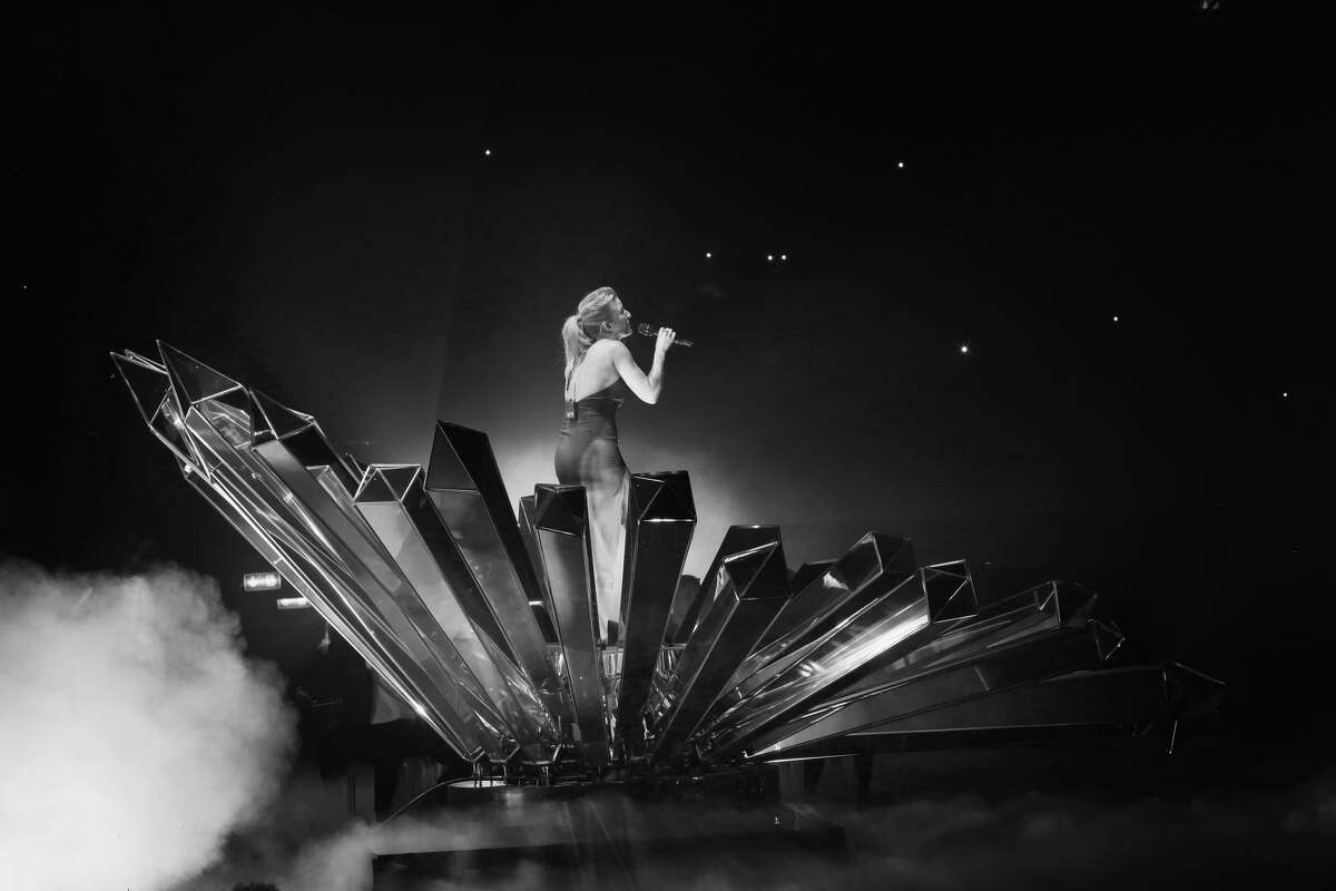 MILAN, ITALY - OCTOBER 25: (EXCLUSIVE COVERAGE) (EDITORS NOTE: Image has been converted to black and white) An alternative view of Ellie Goulding as she performs on stage during the MTV EMA's 2015 at the Mediolanum Forum on October 25, 2015 in Milan, Italy. (Photo by Vittorio Zunino Celotto/MTV 2015/Getty Images for MTV)