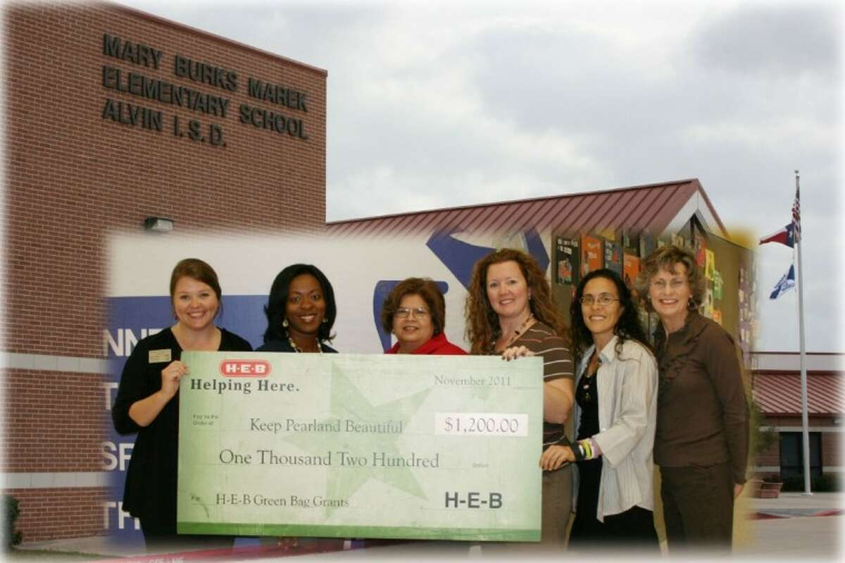 As part of the fourth annual Green Bag Grants program, HEB and Keep Texas Beautiful awarded a 1,200 local grant to Keep Pearland Beautiful. The funds will be used to support local, voluntary recycling activities at Mary Marek Elementary.