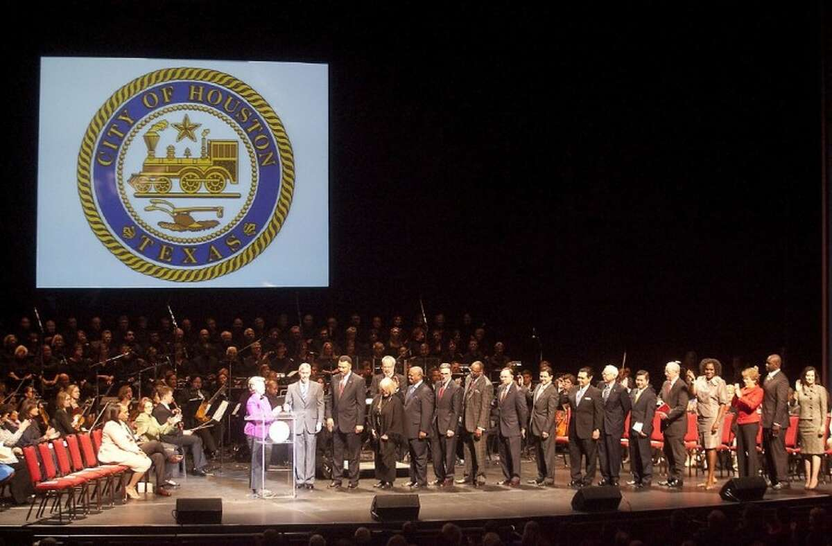 Suitable for the stage of the Hobby Center, the inauguration of the mayor, controller and 16 councilmembers was carefully choreographed and presented.