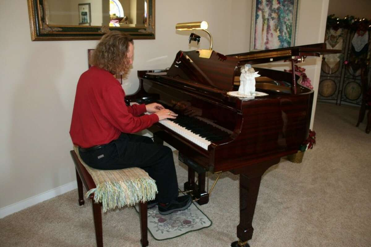 Ed White performs at senior retirement homes throughout the community as well as at Foundry United Methodist Church's Prime Time Luncheon ministry. He also teaches one-day piano workshops.