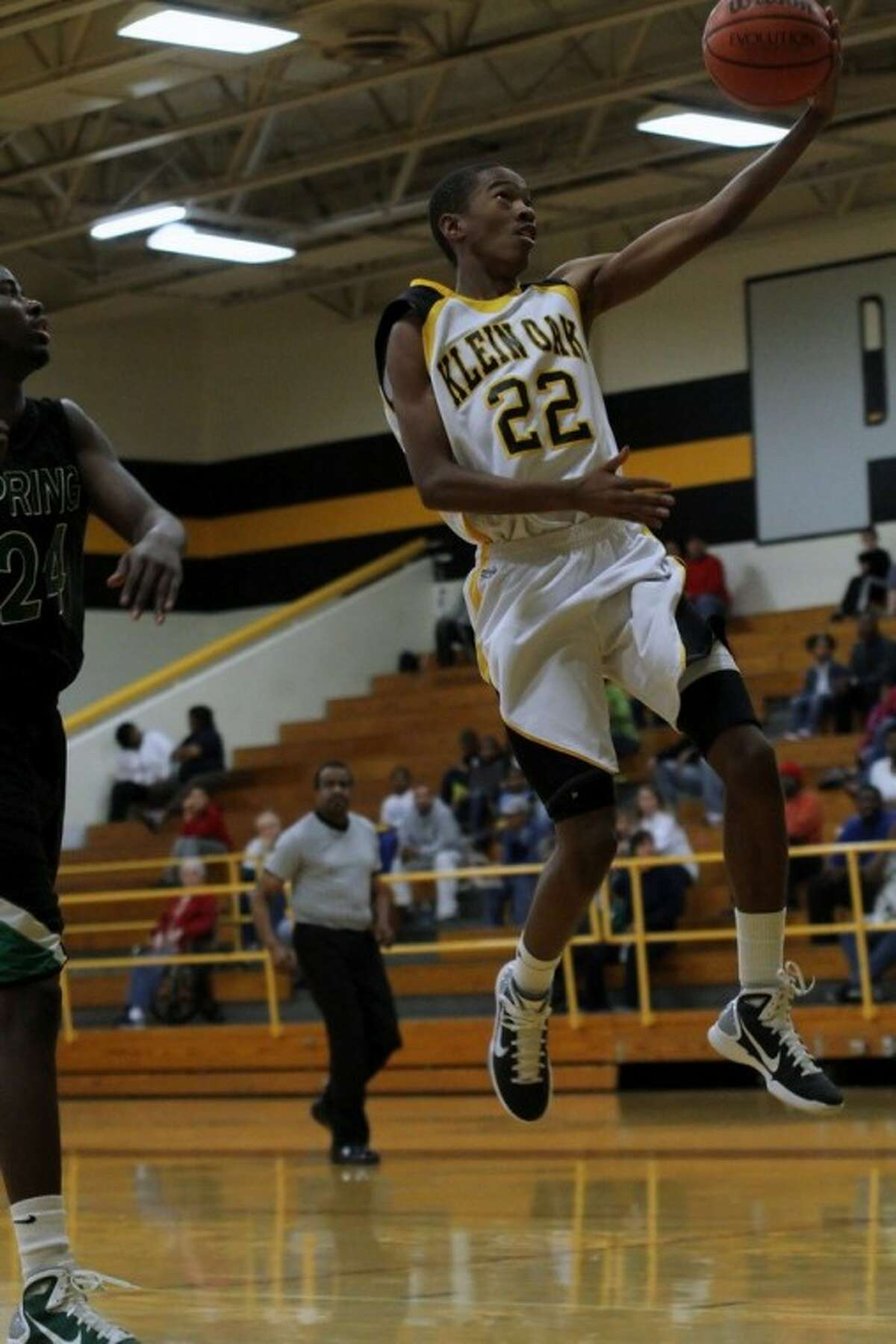 Klein Oak High sophomore guard Kanaan Daniels drives to the basket during a 60-55 loss to Spring last Friday.