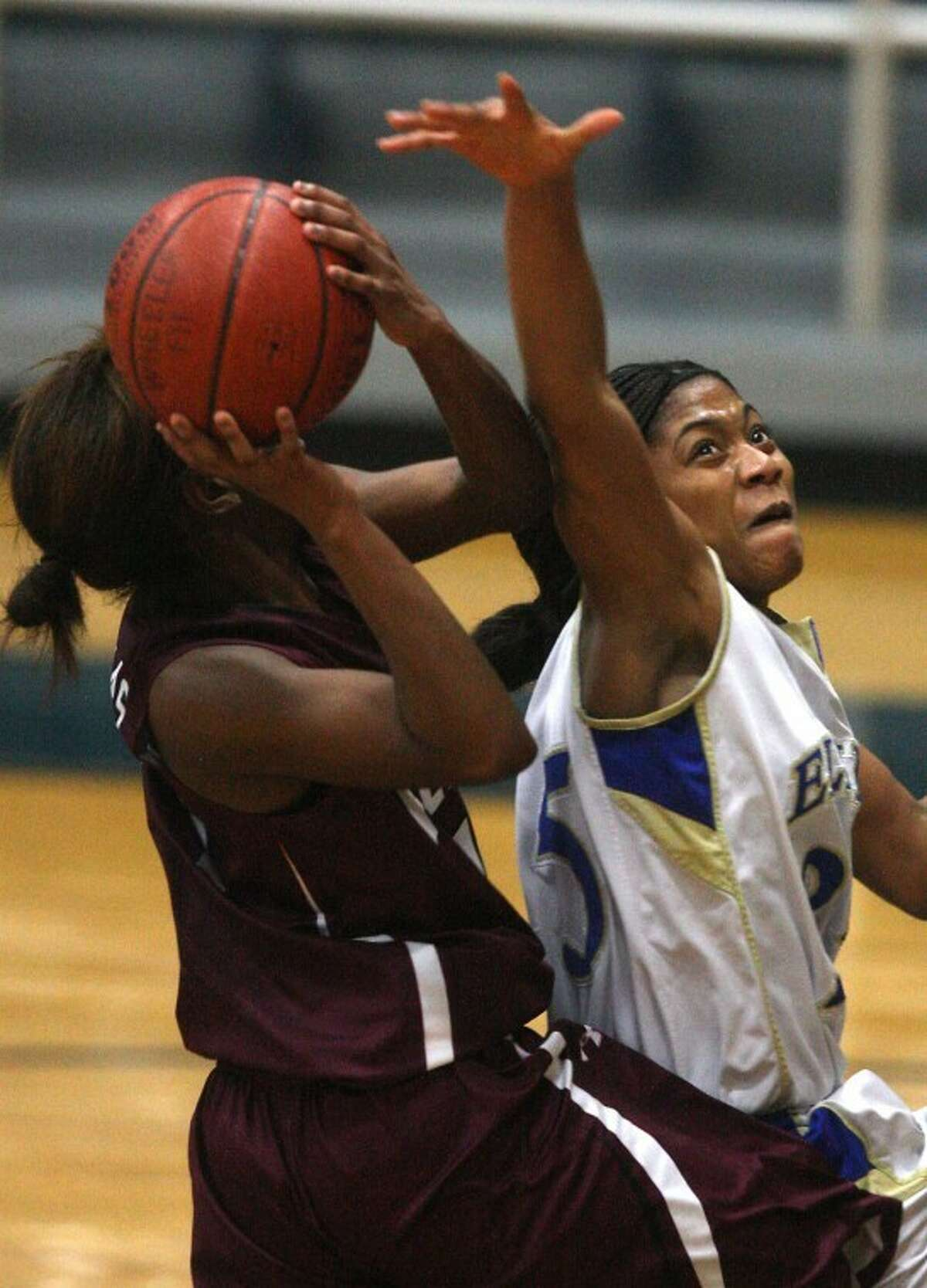 Elkins' Taylor Williams defendes a shot from Kempner's Crystal Okenkpu in Thursday's game at Wheeler Field House. Williams had nine rebounds. Okenkpu scored nine points. (Photo by Patric Schneider)