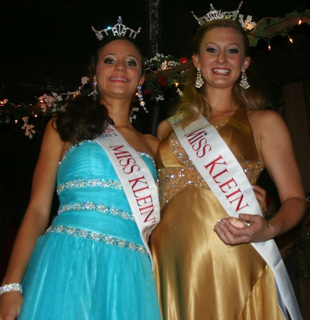 (L-R) Taylor Hudson, who was crowned Miss Klein Outstanding Teen 2011, stands alongside Miss Klein April Zinober.