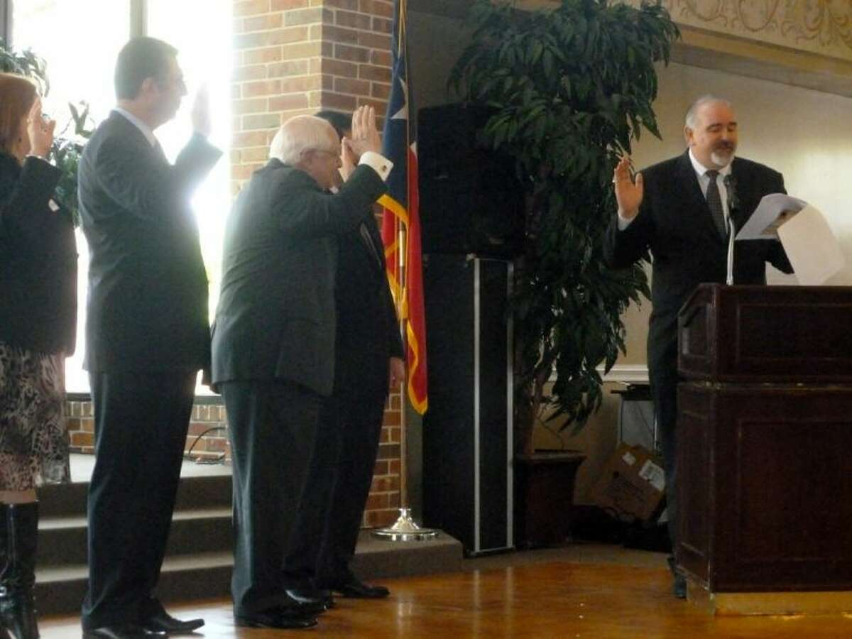 Precinct 4 Commissioner R. Jack Cagle swears in the 2013 Houston Northwest Chamber Board of Directors.