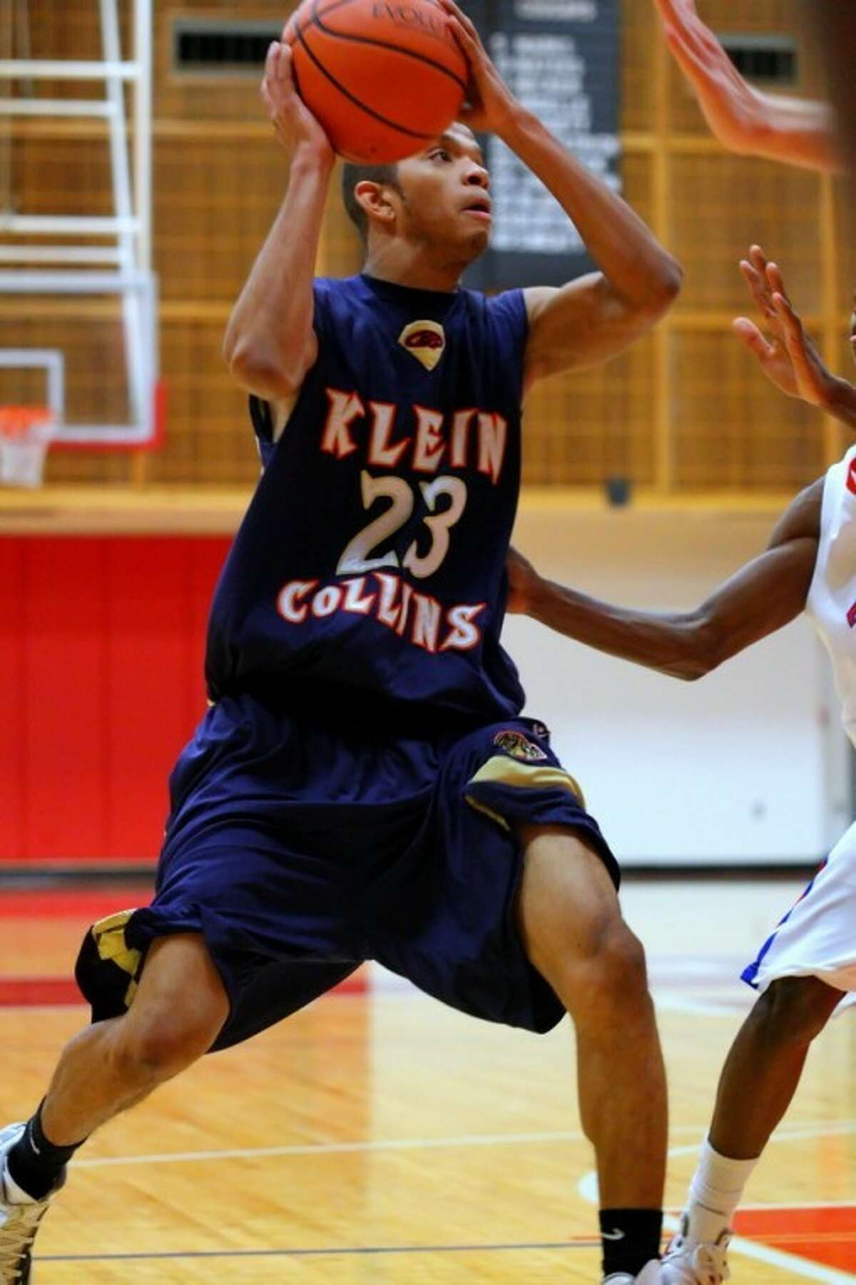 Klein Collins High senior guard Emmanuel Bolden competes during the Tigers' 65-59 win over Tomball on Tuesday night.