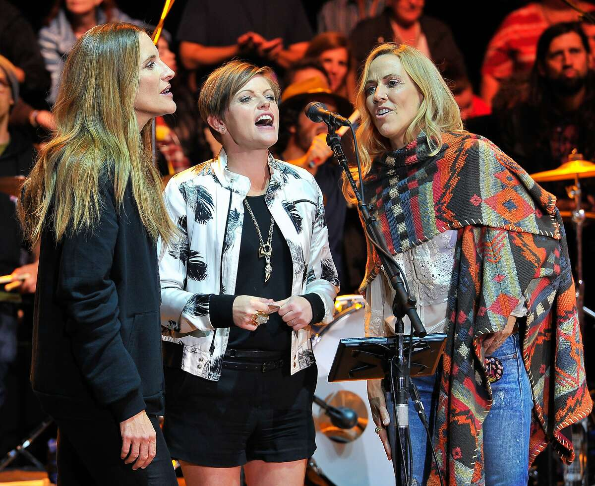 MOUNTAIN VIEW, CA - OCTOBER 25: (L-R) Emily Robison of Dixie Chicks, Natalie Maines of Dixie Chicks and Sheryl Crow perform at the 29th Annual Bridge School Benefit concert at Shoreline Amphitheatre on October 25, 2015 in Mountain View, California. (Photo by Steve Jennings/WireImage)