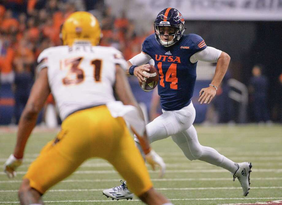 UTSA quarterback Dalton Sturm evades Arizona State linebacker Marcus Ball during the first half on Sept. 16, 2016, in San Antonio. Photo: Darren Abate /Associated Press / FR115 AP