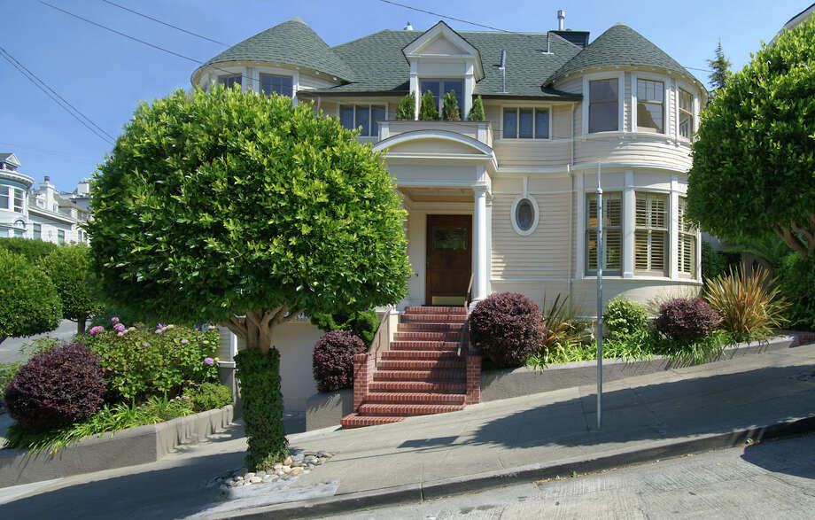"The iconic ""Mrs. Doubtfire"" house at 2640 Steiner St. sold for $4.15 million. Photo: Vince Valdes"