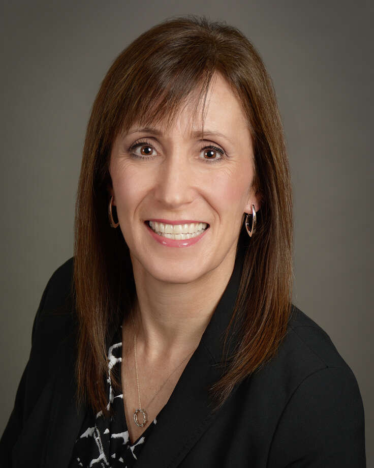 Dineen Hughes has joined Oppenheimer & Co. as associate director – investments in their Woodlands location. With her over 27 years as an investment professional, she will focus on comprehensive investment planning and wealth management. Photo: Oppenheimer & Co. / CLICK PHOTO 714