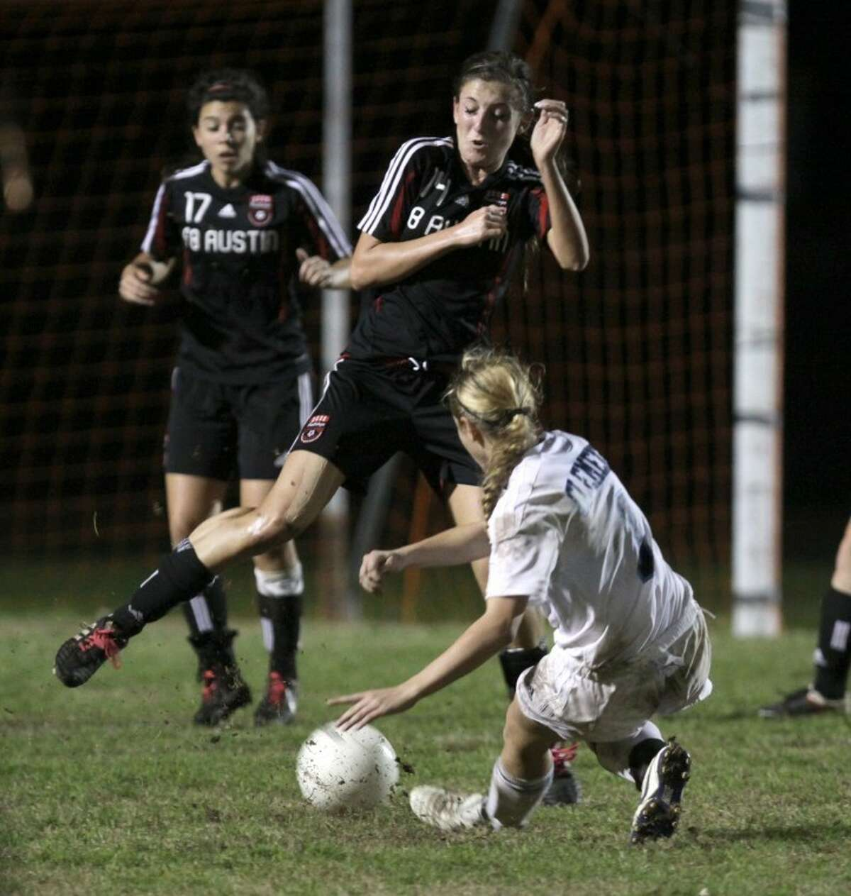 Austin's Kara Byrne braces for C.C. Cole's shot during Friday's game at Kempner Stadium. (Photo by Alan Warren)