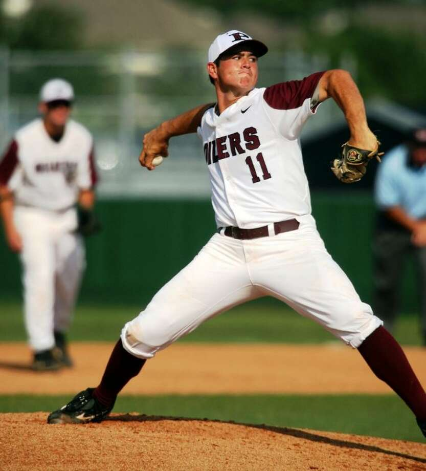 Pearland pitcher Blake Goins has developed a cutter to accompany a solid fastball and nasty curve to his repertoire. The Oilers should contend for the District 22-5A baseball title. Photo: KIRK SIDES