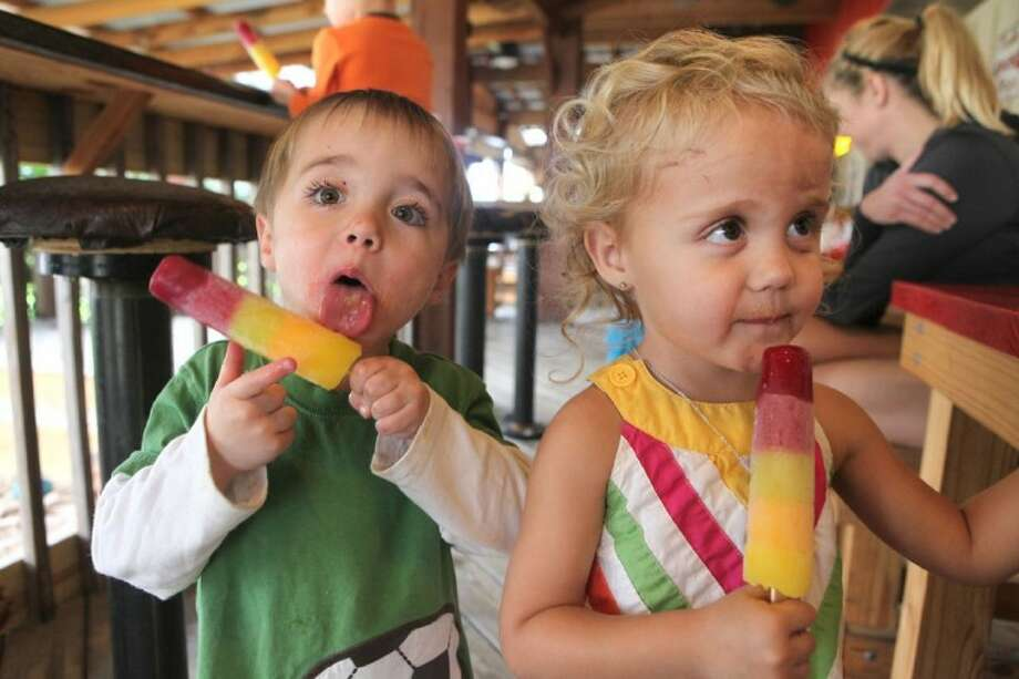 Photo by Alan Warren/HCNHunter and Haley Borcher, both 3, enjoy popsicles at Red River B.B.Q. in Katy on Jan. 31. Photo: Alan Warren
