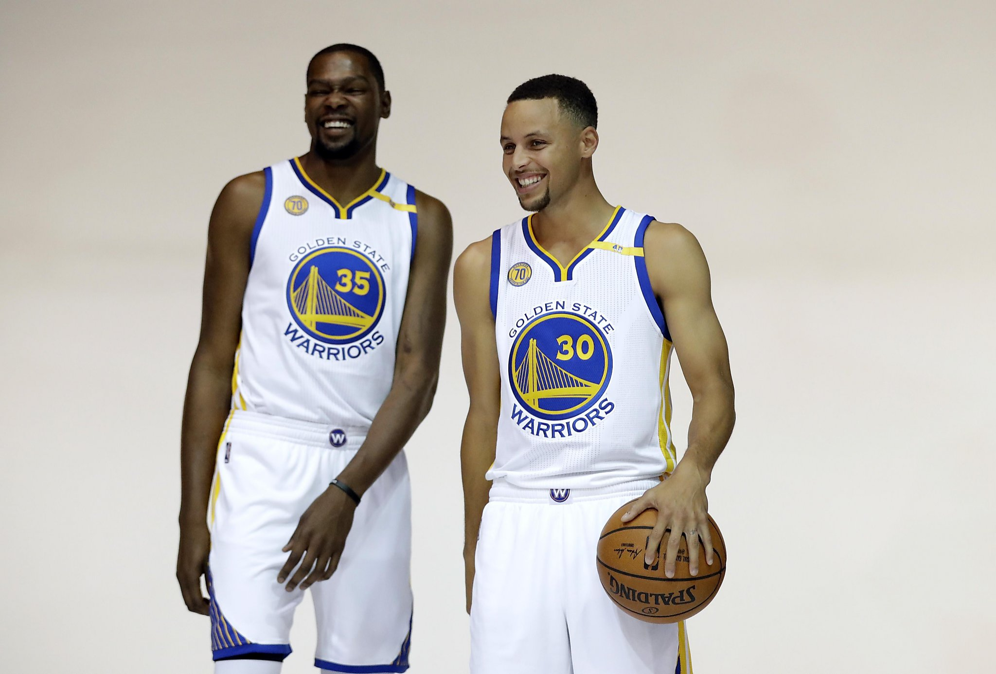 best service 775a3 eed2c Warriors look 'pretty' in first practice of training camp ...